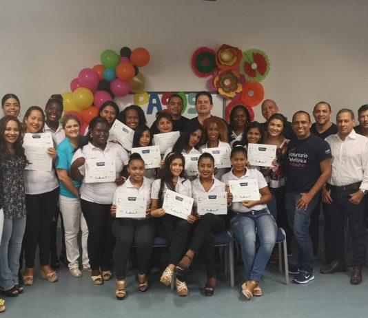 Voluntarios Telefónica capacitan a madres cabeza de hogar en Cartagena