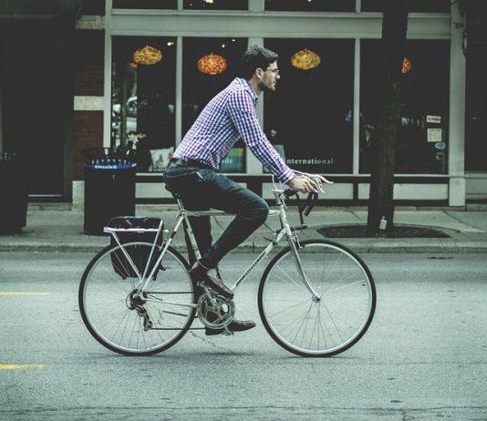 Andres Garcia Zuccardi invita a los ciudadanos a informar sobre la situación de los ciclistas en cada región del país