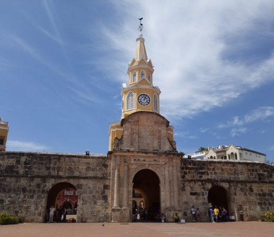 Torre del Reloj se ilumina de Rosa