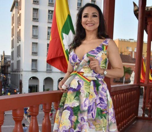 Angélica López-condecorada